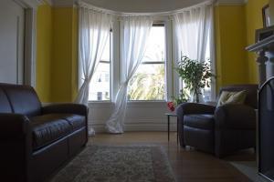 Co lepiej kupić dom, czy mieszkanie?
